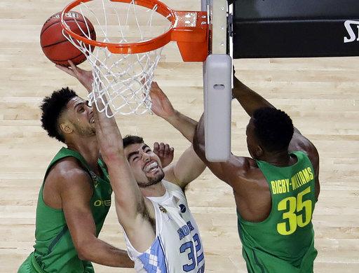 "<div class=""meta image-caption""><div class=""origin-logo origin-image none""><span>none</span></div><span class=""caption-text"">North Carolina's Luke Maye (32) shoots against Kavell Bigby-Williams (35) and as Oregon's Tyler Dorsey watches  (AP Photo/David J. Phillip) (AP)</span></div>"