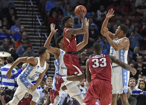 """<div class=""""meta image-caption""""><div class=""""origin-logo origin-image ap""""><span>AP</span></div><span class=""""caption-text"""">Arkansas' Daryl Macon, center, shoots against North Carolina during the first half in a second-round game of the NCAA men's college basketball tournament in Greenville, S.C. (AP Photo/Rainier Ehrhardt)</span></div>"""
