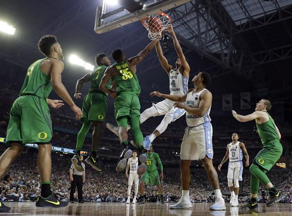 "<div class=""meta image-caption""><div class=""origin-logo origin-image ap""><span>AP</span></div><span class=""caption-text"">North Carolina's Isaiah Hicks (4) dunks over Oregon's Jordan Bell (1) and Kavell Bigby-Williams (35) during the first half (AP Photo/Mark Humphrey)</span></div>"