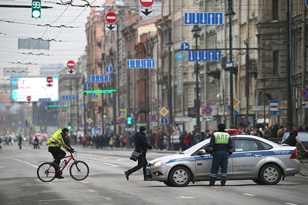 "<div class=""meta image-caption""><div class=""origin-logo origin-image none""><span>none</span></div><span class=""caption-text"">Traffic police officers are shown near crowds at Moskovsky Prospekt Street near the entrance to Tekhnologichesky Institut station of the St Petersburg metro. (Peter Kovalev\TASS via Getty Images)</span></div>"