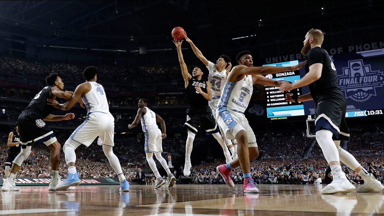 Gonzaga guard Nigel Williams-Goss (5) drives to the basket ahead of UNC forward Justin Jackson (44) during the NCAA basketball championship on Monday, April 3, 2017 in Arizona.