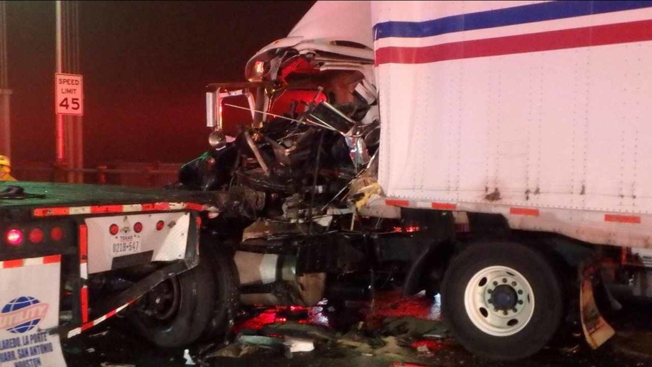 2 tractor-trailers crash on westbound upper level of George