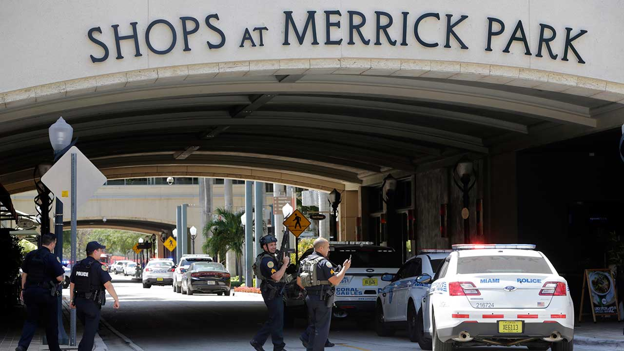 At least 1 dead after shooting near mall in South Florida