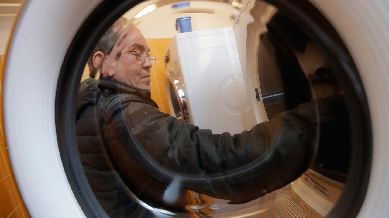 Pope Francis has opened a new laundromat for the homeless