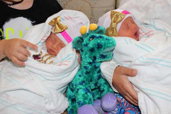 "<div class=""meta image-caption""><div class=""origin-logo origin-image ktrk""><span>KTRK</span></div><span class=""caption-text"">Newborns at Children's Memorial Hermann Hospital share a birthday with April the Giraffe's celebrity baby.</span></div>"