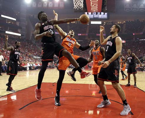"<div class=""meta image-caption""><div class=""origin-logo origin-image ktrk""><span>KTRK</span></div><span class=""caption-text"">Oklahoma City Thunder's Enes Kanter (11) reaches for a rebound between Houston Rockets' Clint Capela (15) and Ryan Anderson (3) during the first half. (AP Photo/David J. Phillip) (AP)</span></div>"