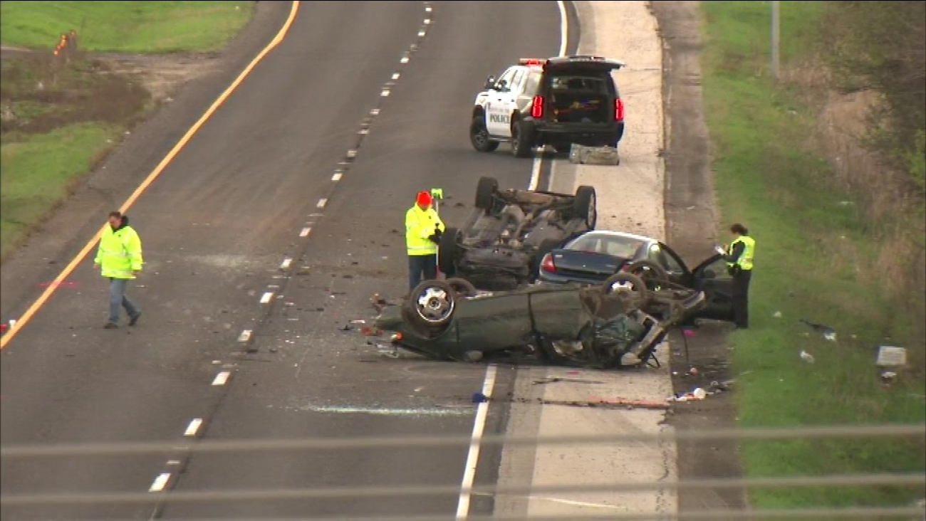 Fatal 3-vehicle rollover crash in Waukegan closes Rt  41