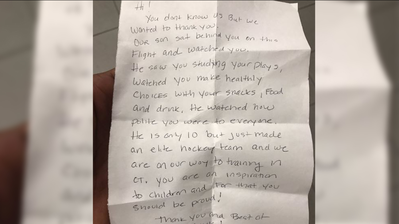 Family leaves heartwarming note after sitting behind NFL receiver on flight