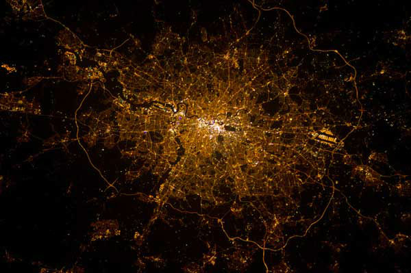 """<div class=""""meta image-caption""""><div class=""""origin-logo origin-image """"><span></span></div><span class=""""caption-text"""">London (North is at the bottom)</span></div>"""