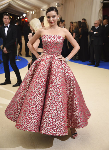 "<div class=""meta image-caption""><div class=""origin-logo origin-image ap""><span>AP</span></div><span class=""caption-text"">Miranda Kerr attends The Metropolitan Museum of Art's Costume Institute benefit gala celebrating the opening of the Rei Kawakubo/Comme des Garçons: Art of the In-Between exhibit. (Evan Agostini/Invision/AP)</span></div>"