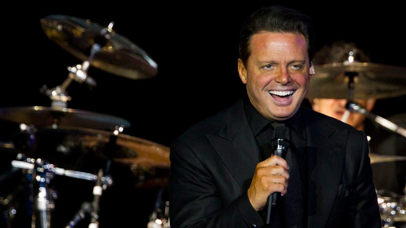 Mexican singer Luis Miguel performs during a concert in Rio de Janeiro, Brazil, Sunday March 11, 2012.