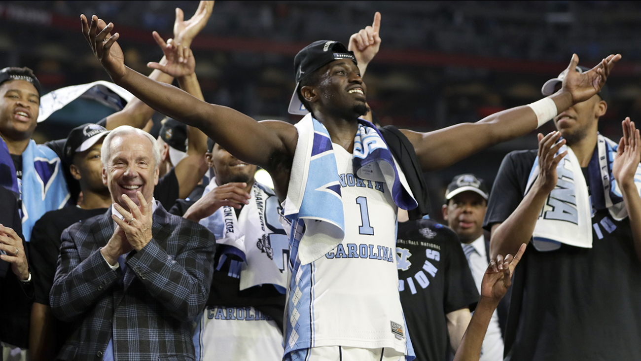 North Carolina's Theo Pinson (1) celebrate with head coach Roy Williams and the rest of the players after the finals of the Final Four NCAA college basketball tournament against Gonzaga, Monday, April 3, 2017, in Glendale, Ariz. North Carolina won 71-65.