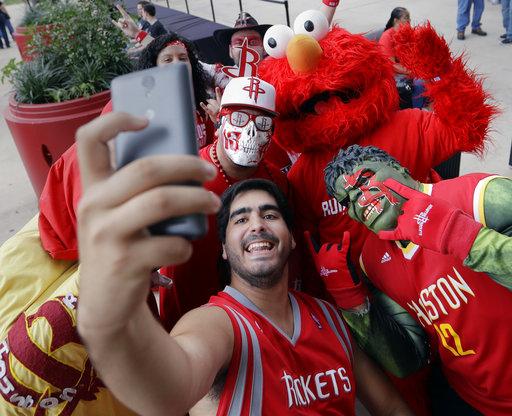 "<div class=""meta image-caption""><div class=""origin-logo origin-image ap""><span>AP</span></div><span class=""caption-text"">Houston Rockets fans squeeze in for a selfie before Game 2 between the San Antonio Spurs and the Houston Rockets, Wednesday, May 3, 2017, in San Antonio. (AP Photo/Eric Gay) (AP)</span></div>"