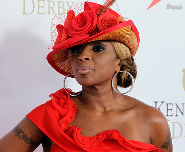 "<div class=""meta image-caption""><div class=""origin-logo origin-image kabc""><span>kabc</span></div><span class=""caption-text"">Mary J Blige arrives in style for the 133rd Kentucky Derby. (Brian Bohannon/AP)</span></div>"