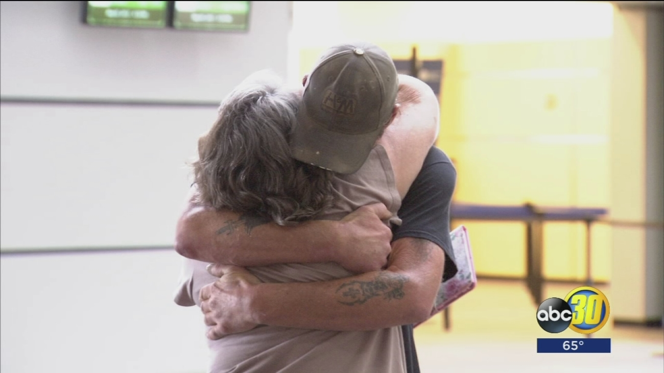 Madera Mother And Son Meet For The First Time In 49 Years At Fresno Airport Abc30 Com