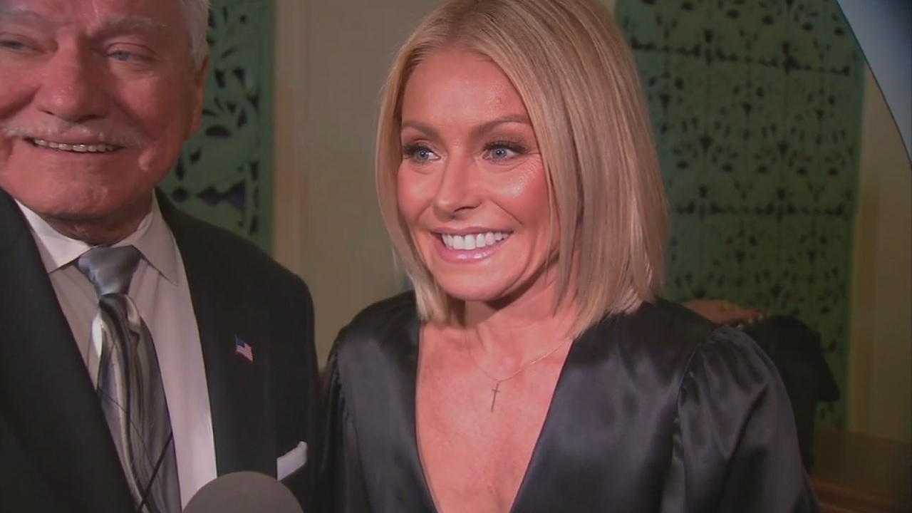 LIVE\'s Kelly Ripa inducted into New Jersey Hall of Fame | abc7ny.com