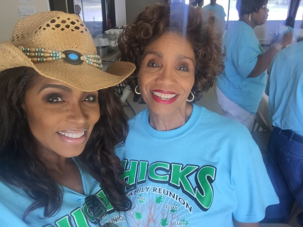 "<div class=""meta image-caption""><div class=""origin-logo origin-image wabc""><span>WABC</span></div><span class=""caption-text"">Toni Yates and her mother</span></div>"