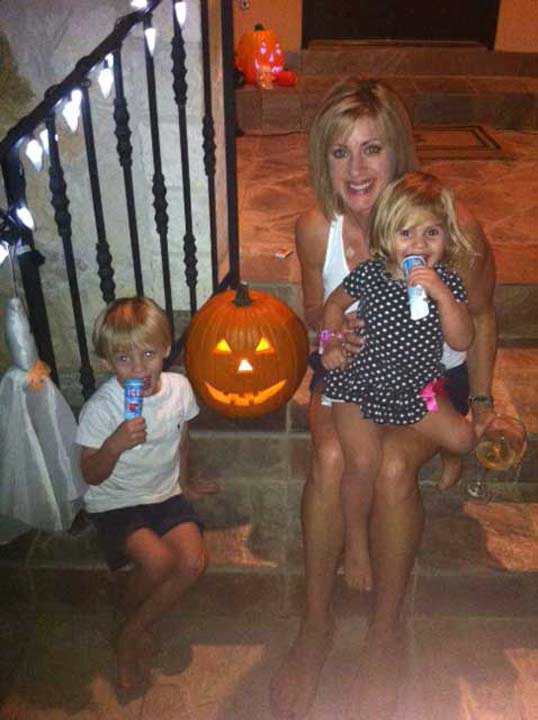 <div class='meta'><div class='origin-logo' data-origin='KTRK'></div><span class='caption-text' data-credit=''>ABC13 reporter Jessica Willey with two of her children</span></div>
