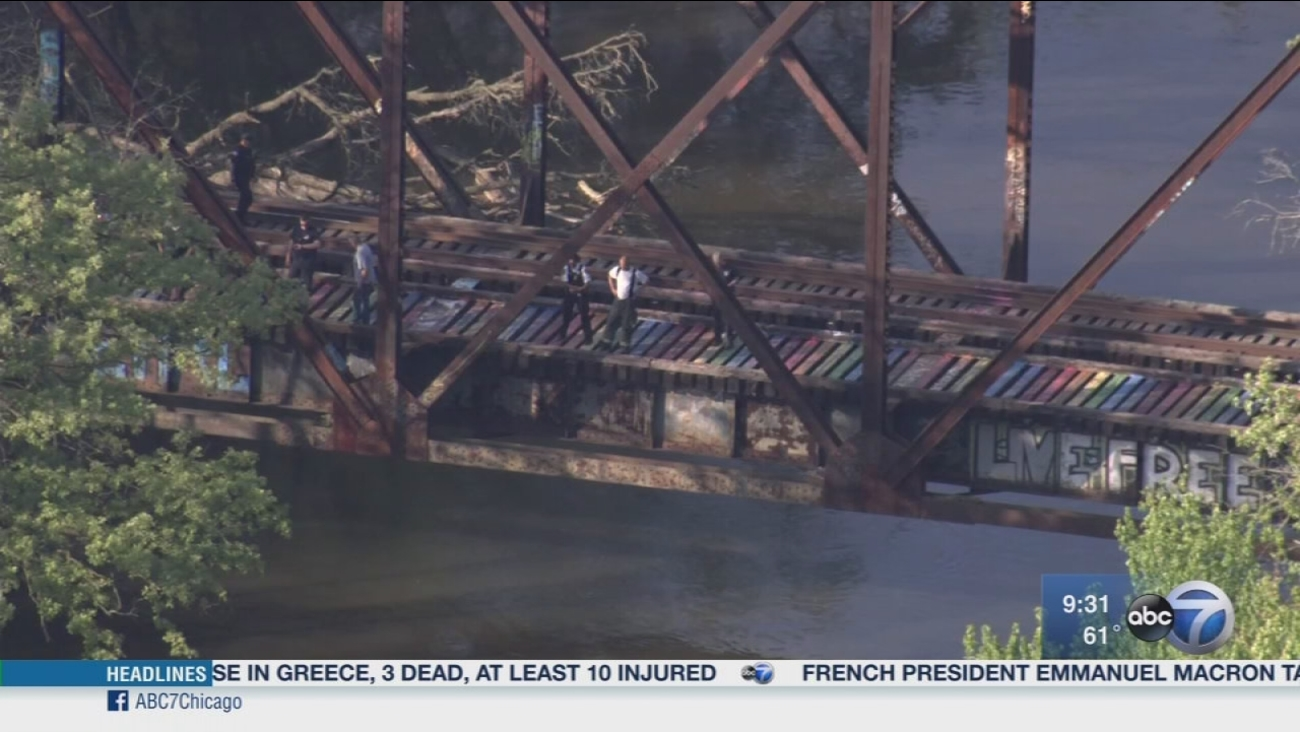 Search resumes in Des Plaines River for missing teen
