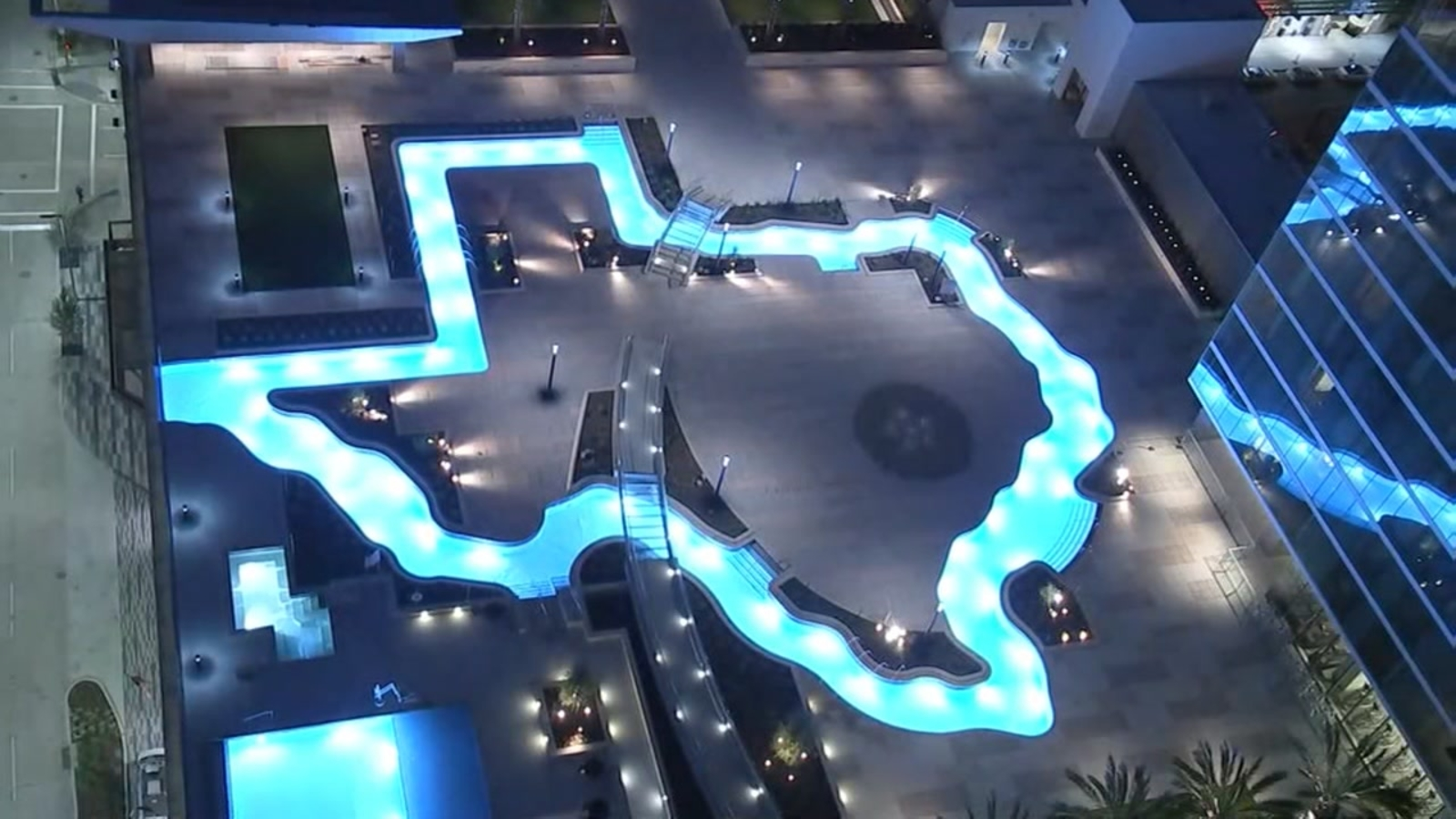 Houston S Texas Shaped Lazy River Hosts Open Deck Days At Marriott Marquis Abc13 Houston