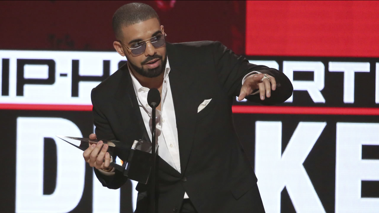Drake accepts the award for favorite artist - rap/hip-hop at the American Music Awards at the Microsoft Theater on Sunday, Nov. 20, 2016, in Los Angeles.