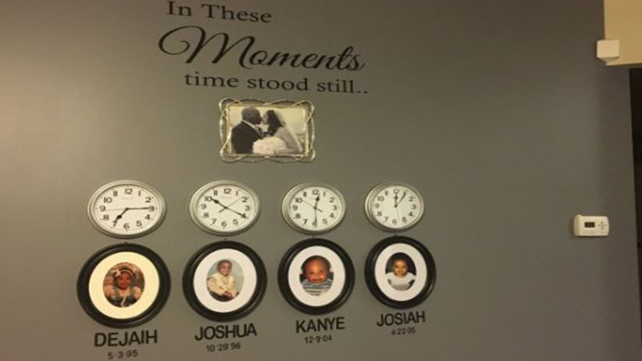 The installation features each child's name, birth date, and birth time