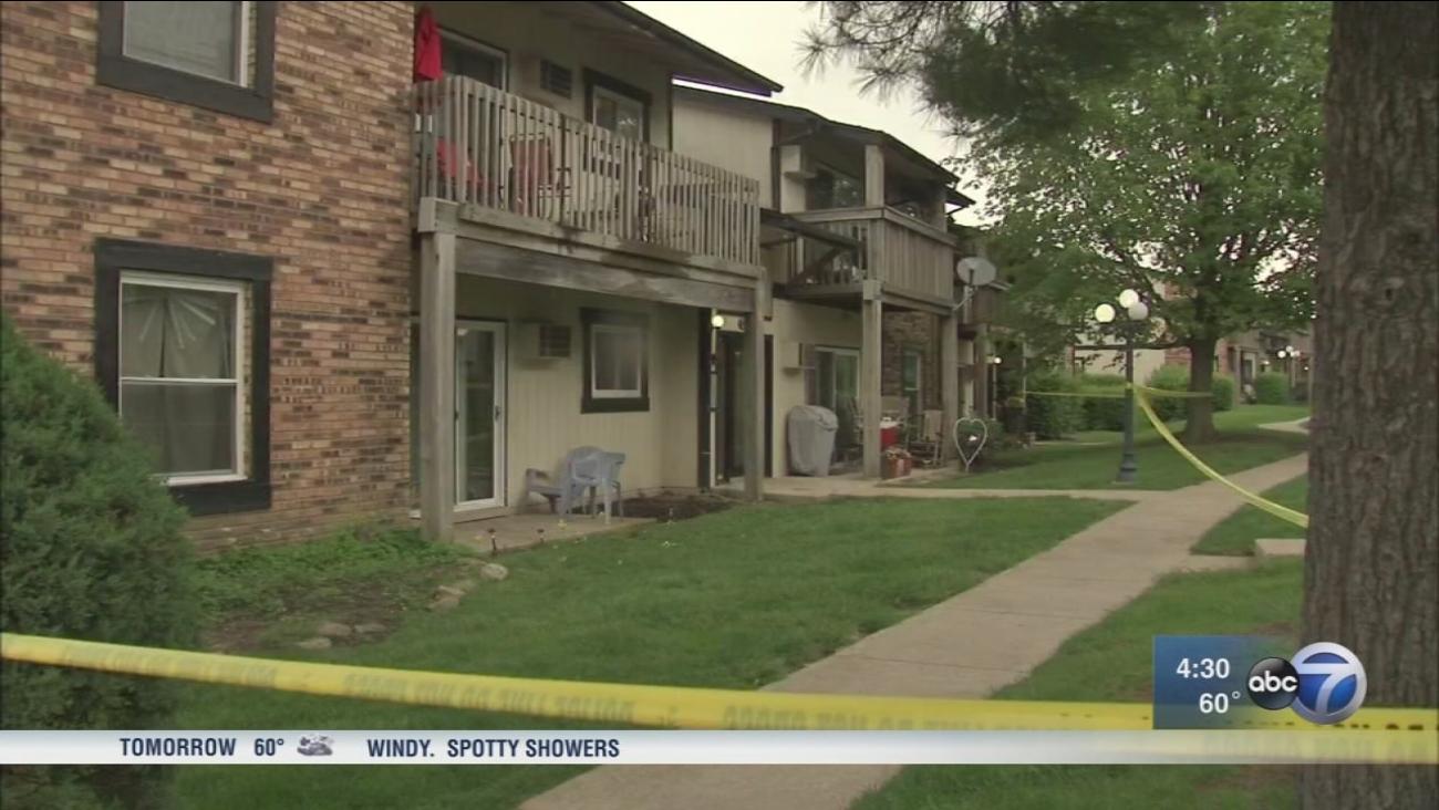 Couple killed, woman critically injured in Woodridge shooting