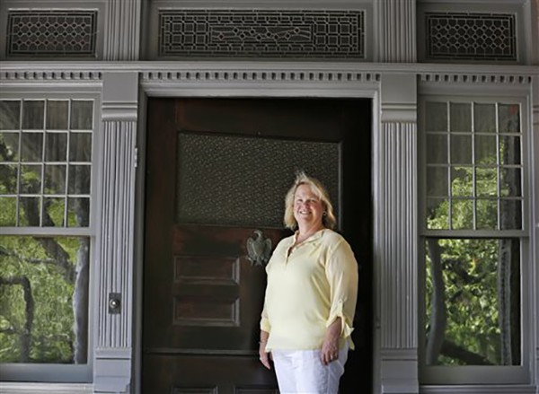 """<div class=""""meta image-caption""""><div class=""""origin-logo origin-image ap""""><span>AP</span></div><span class=""""caption-text"""">Susan Sarna has been the curator at President Theodore Roosevelt's """"Summer White House"""" for the past 25-years at Sagamore Hill in Oyster Bay, N.Y. (AP Photo/Kathy Willens)</span></div>"""
