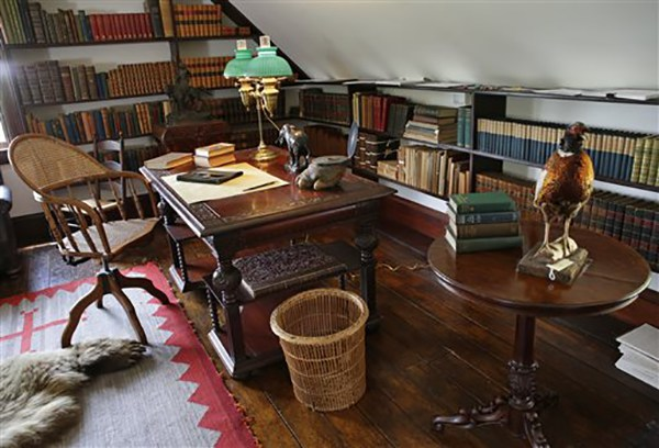 """<div class=""""meta image-caption""""><div class=""""origin-logo origin-image ap""""><span>AP</span></div><span class=""""caption-text"""">A third-story alcove in President Theodore Roosevelt's """"gun room"""" contains a desk, one where he wrote and dictated to his secretary at Sagamore Hill in Oyster Bay, N.Y. (AP Photo/Kathy Willens)</span></div>"""
