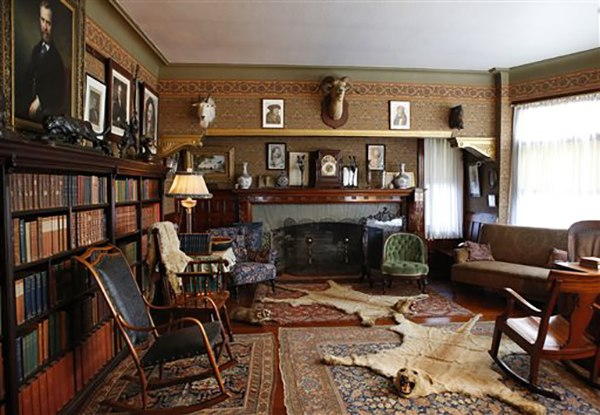 """<div class=""""meta image-caption""""><div class=""""origin-logo origin-image ap""""><span>AP</span></div><span class=""""caption-text"""">Personal mementos from President Theodore Roosevelt's life fill the library at Sagamore Hill in Oyster Bay, N.Y. (AP Photo/Kathy Willens)</span></div>"""