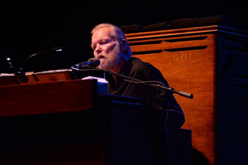 """<div class=""""meta image-caption""""><div class=""""origin-logo origin-image ap""""><span>AP</span></div><span class=""""caption-text"""">Gregg Allman performs at Hard Rock Live! in the Seminole Hard Rock Hotel & Casino on January 4, 2015 in Hollywood, Florida.(Photo by Jeff Daly/Invision/AP) (Jeff Daly/Invision/AP)</span></div>"""