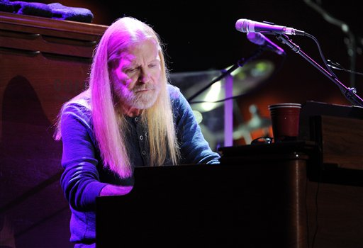"""<div class=""""meta image-caption""""><div class=""""origin-logo origin-image ap""""><span>AP</span></div><span class=""""caption-text"""">Musician Gregg Allman of The Allman Brothers band performs at Eric Clapton's Crossroads Guitar Festival 2013 at Madison Square Garden. (Evan Agostini/Invision/AP)</span></div>"""