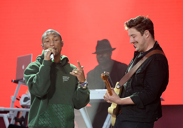 "<div class=""meta image-caption""><div class=""origin-logo origin-image none""><span>none</span></div><span class=""caption-text"">Pharrell Williams (L) and Marcus Mumford perform on stage during the One Love Manchester Benefit Concert at Old Trafford on June 4, 2017 in Manchester, England. (Kevin Mazur/One Love Manchester/Getty Images for One Love Manchester)</span></div>"