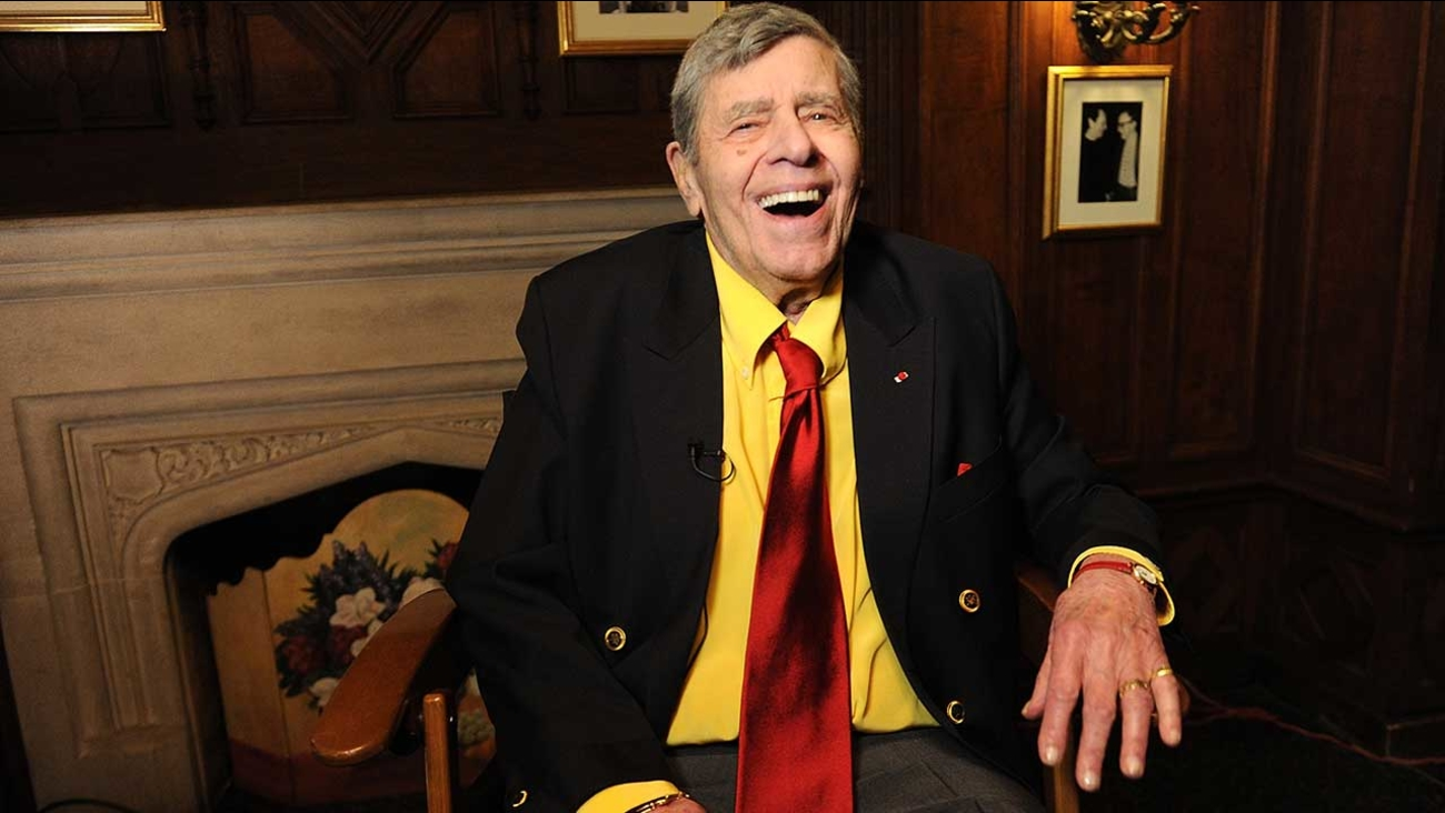 In this April 8, 2016 photo, entertainer Jerry Lewis poses for a portrait at the Friars Club before his 90th birthday celebration in New York. (Photo by Brad Barket/Invision/AP)