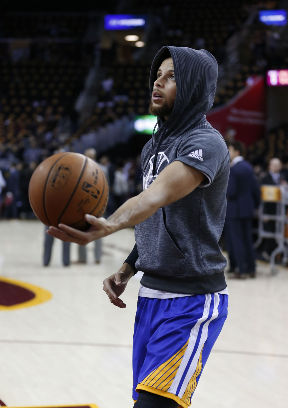 """<div class=""""meta image-caption""""><div class=""""origin-logo origin-image none""""><span>none</span></div><span class=""""caption-text"""">Stephen Curry warms up ahead of the NBA Finals in Cleveland, Ohio on Wednesday, June 7, 2017. (KGO-TV)</span></div>"""