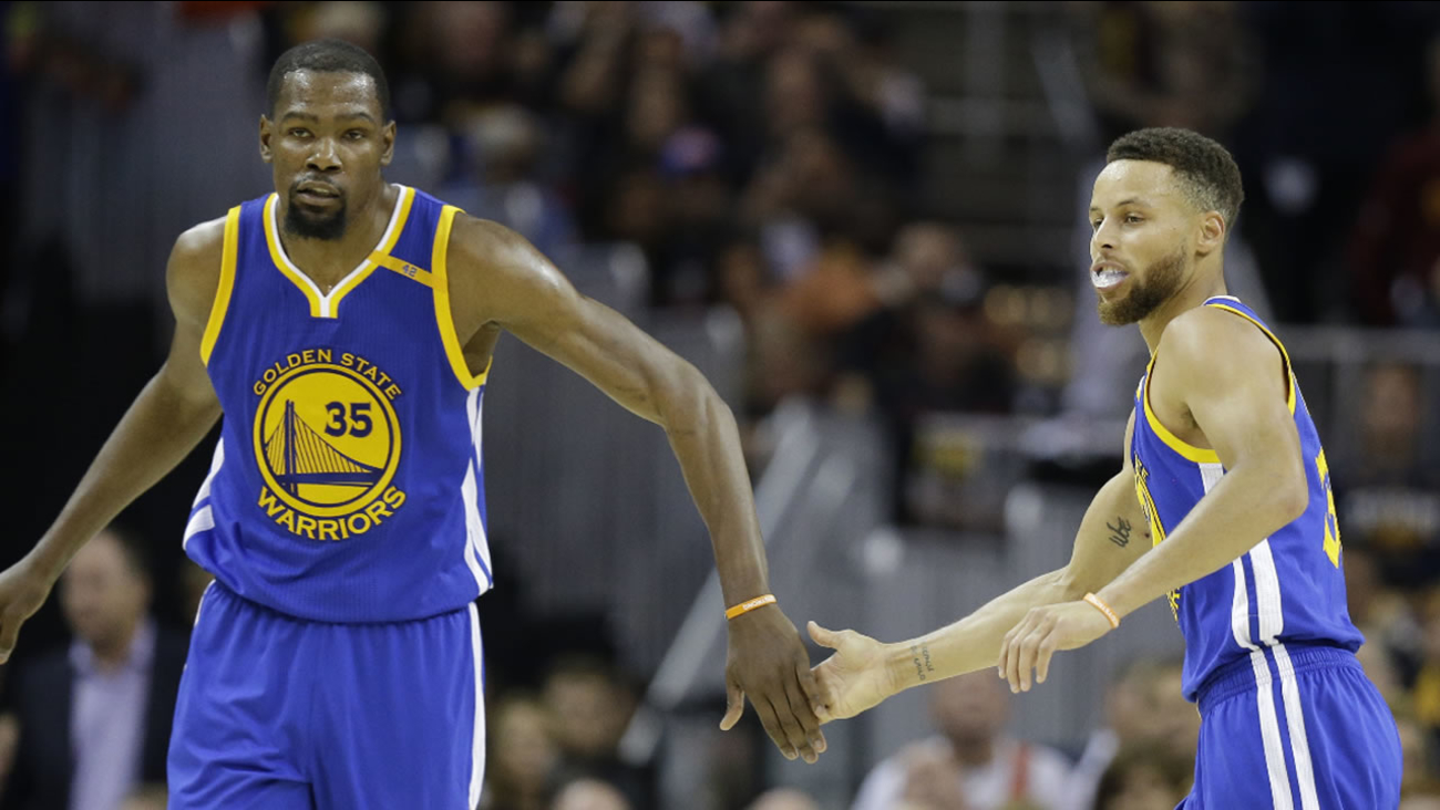 Warriors forward Kevin Durant and Stephen Curry play against the Cavaliers during the second half of Game 3 of basketball's NBA Finals in Cleveland, Wednesday, June 7, 2017.