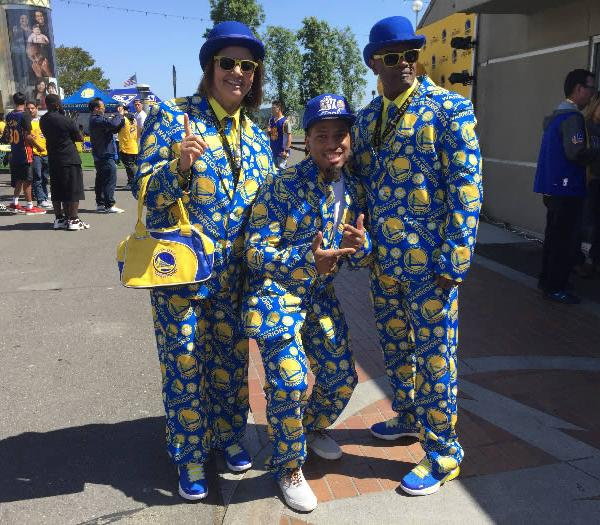 "<div class=""meta image-caption""><div class=""origin-logo origin-image none""><span>none</span></div><span class=""caption-text"">Three Golden State Warriors are seen outside of Oracle Arena in Oakland, Calif. ahead of Game 5 on Monday, June 12, 2017. (KGO-TV)</span></div>"
