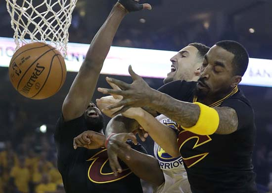 "<div class=""meta image-caption""><div class=""origin-logo origin-image ap""><span>AP</span></div><span class=""caption-text"">Warriors guard Klay Thompson, center, loses the ball while shooting between Cavaliers center Tristan Thompson, left, and J.R. Smith. (AP Photo/Marcio Jose Sanchez) (AP)</span></div>"