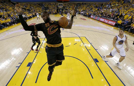 "<div class=""meta image-caption""><div class=""origin-logo origin-image ap""><span>AP</span></div><span class=""caption-text"">Cleveland Cavaliers forward LeBron James (23) dunks against the Golden State Warriors during the first half. (AP Photo/Marcio Jose Sanchez, Pool) (AP)</span></div>"