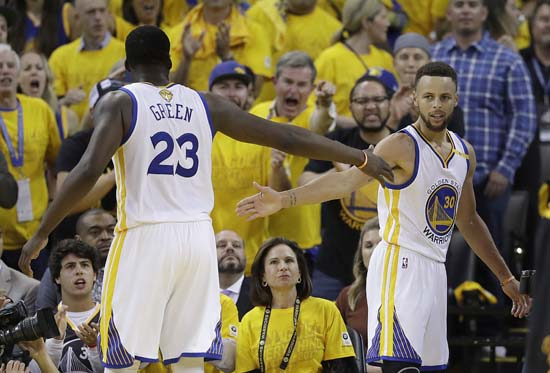 "<div class=""meta image-caption""><div class=""origin-logo origin-image ap""><span>AP</span></div><span class=""caption-text"">Golden State Warriors forward Draymond Green (23) and guard Stephen Curry (30) celebrate during the second half. (AP Photo/Marcio Jose Sanchez) (AP)</span></div>"
