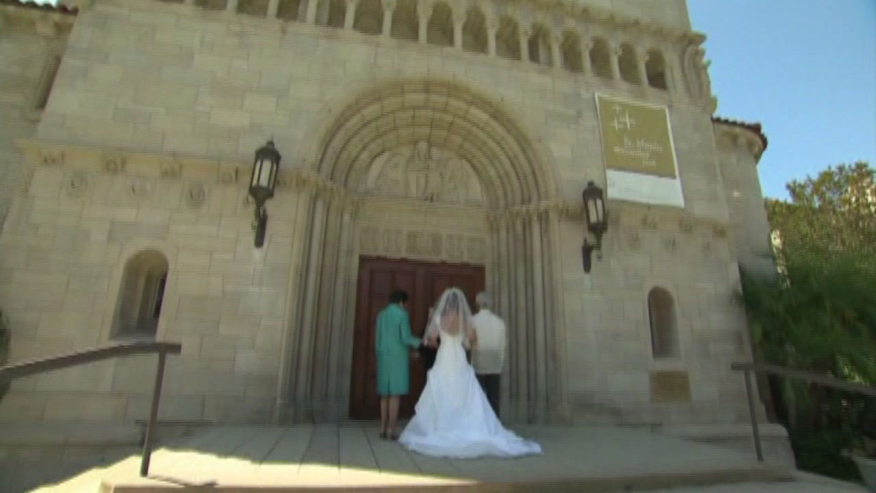 How Much Should You Give As A Wedding Gift Abc13