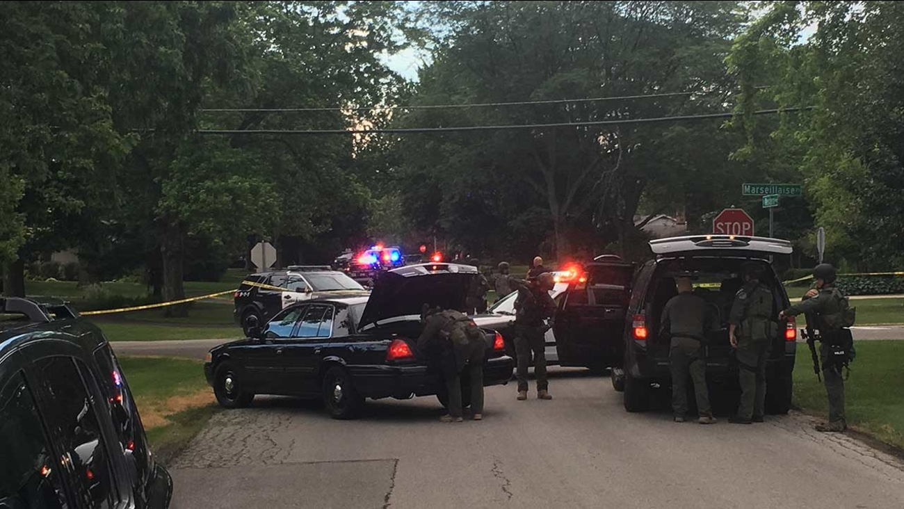 SWAT teams respond to home in Aurora