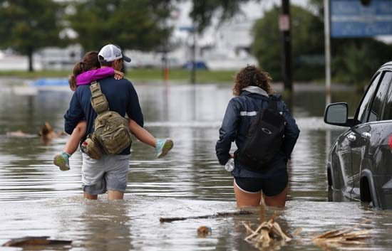 <div class='meta'><div class='origin-logo' data-origin='AP'></div><span class='caption-text' data-credit='Gerald Herbert'>Don Noel carries his daughter Alexis, 8, with his wife Lauren, right as they walk through a flooded roadway to check on their boat in the West End section of New Orleans.</span></div>