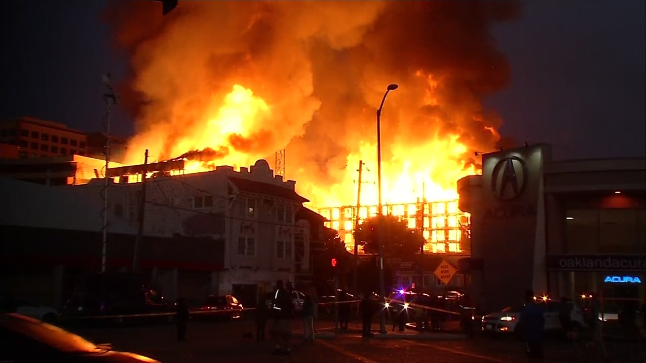 Firefighters Battling 4 Alarm Structure Fire In Uptown Oakland Abc30 Com