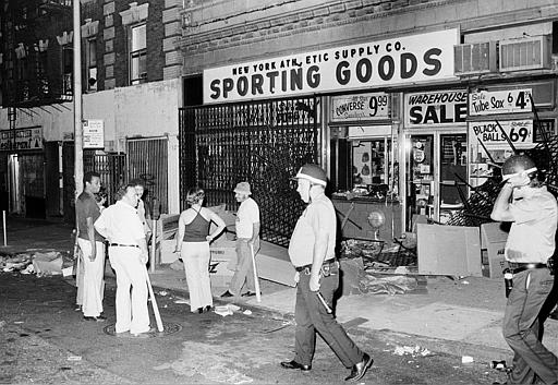 "<div class=""meta image-caption""><div class=""origin-logo origin-image ap""><span>AP</span></div><span class=""caption-text"">Owners and employees of a sporting goods store stand guard outside with baseball bats after the store on New York City's Upper West Side was looted. (AP Photo)</span></div>"