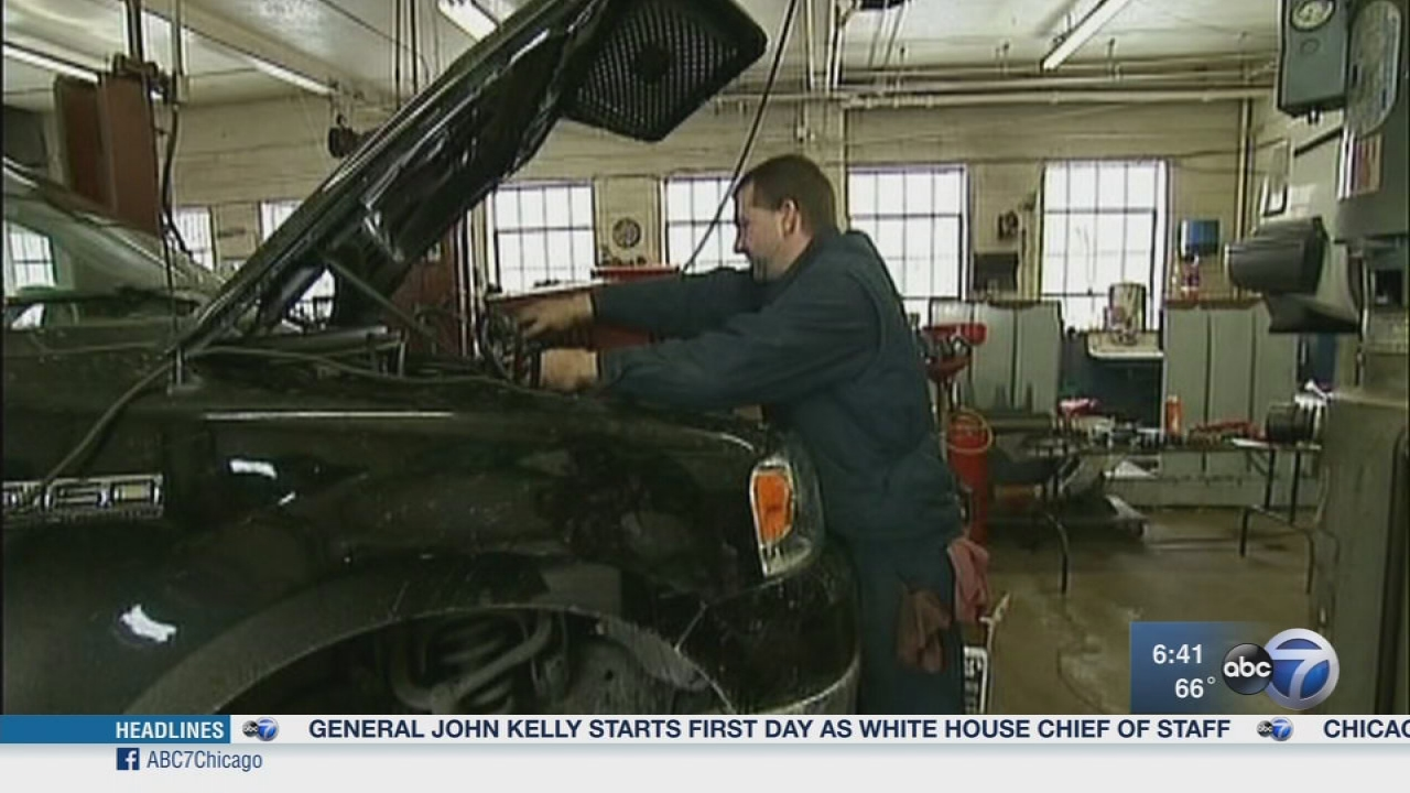 Chicago area auto mechanics vote to go on strike