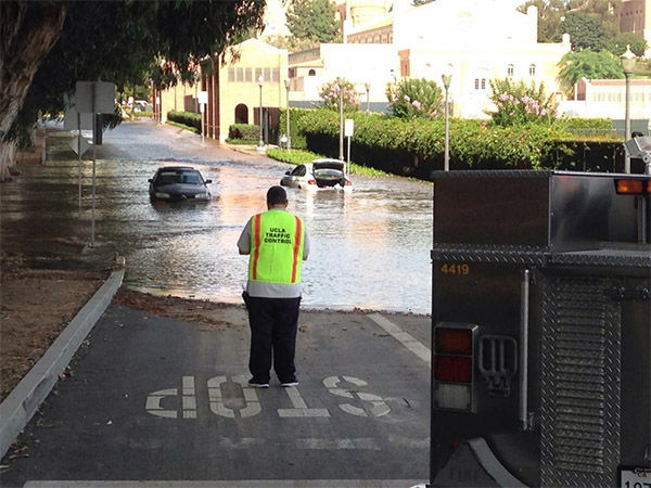 "<div class=""meta image-caption""><div class=""origin-logo origin-image ""><span></span></div><span class=""caption-text"">UCLA campus flooded. (KHOLMESlive / Twitter)</span></div>"