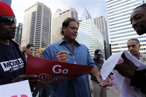<div class='meta'><div class='origin-logo' data-origin='AP'></div><span class='caption-text' data-credit='AP'>Former Philadelphia Phillies catcher Darren Daulton signs autographs during a rally for the baseball team at City Hall in Philadelphia, Monday, Oct. 26, 2009.(AP Photo/Matt Rourke)</span></div>