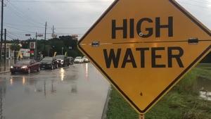 热带风暴尼古拉斯:休斯顿地区通报了一些高水位的道路(视频)