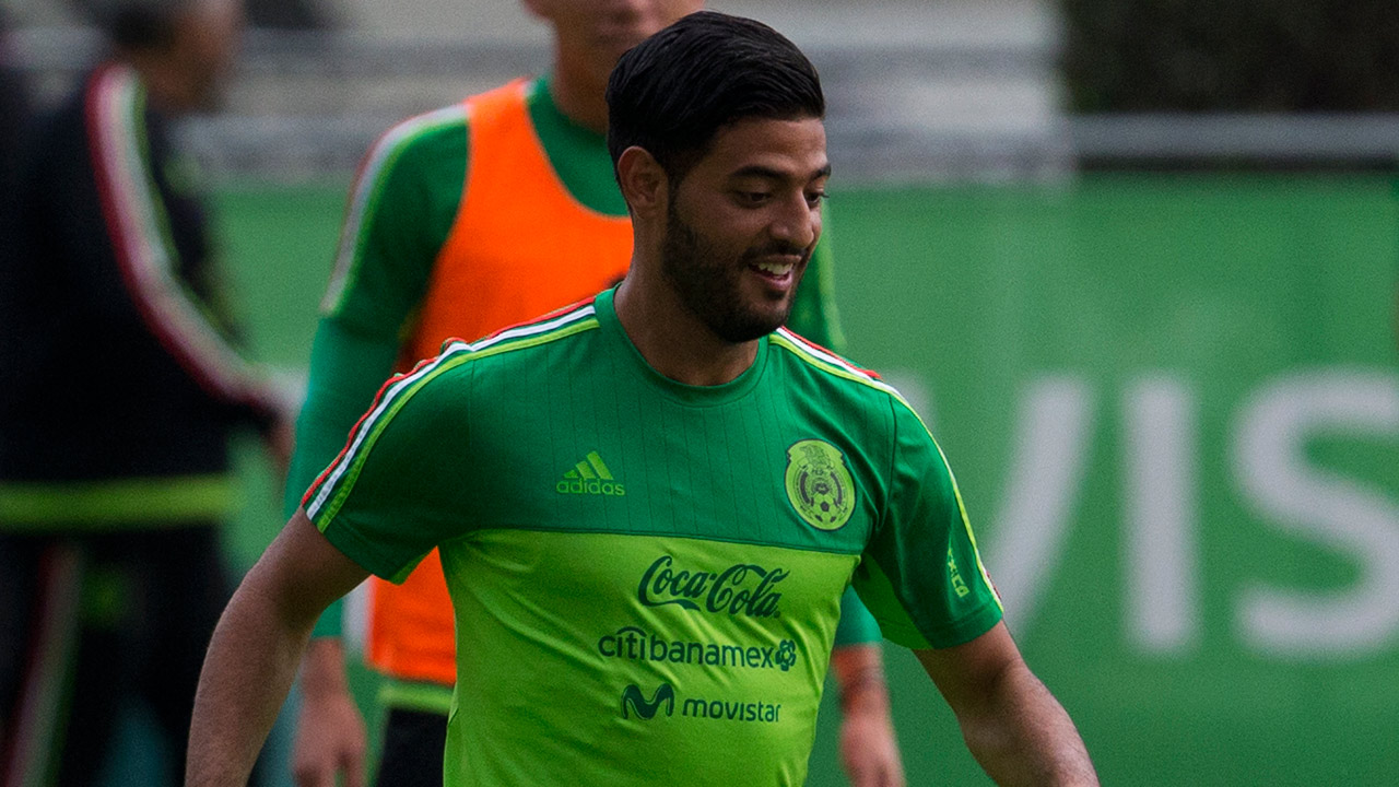 Carlos Vela controls the ball during a training session of Mexico's national soccer team in Mexico City, Wednesday, June 7, 2017.